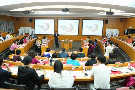 01 俞江林行政总裁为学员们授课