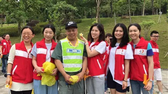 【腾讯·大粤网】520无限志愿者体验当一天环卫工