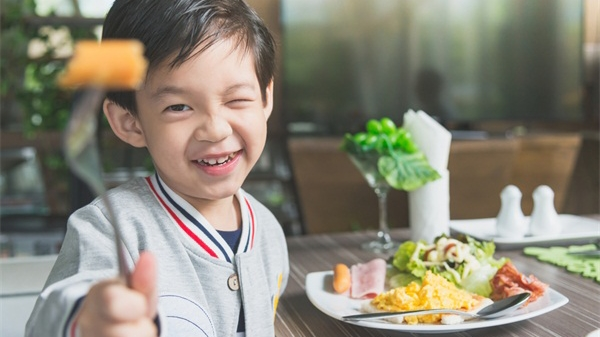 """孩子三餐怎么吃,聪明的父母会""""把三关"""""""