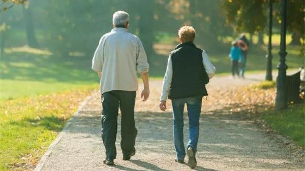 健康老人有个自测歌!10条黄金标准道出健康该有的样子