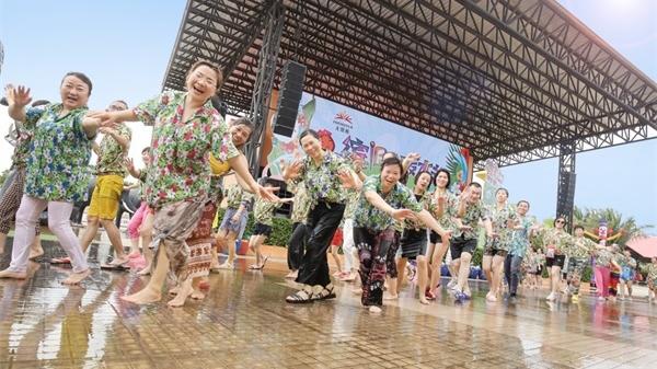 在热辣的泰国,无限极为伙伴打造了一场专属的泰式泼水节!
