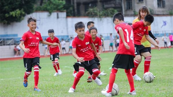 托起少年梦,博狗娱乐快乐足球让更多孩子走上梦想舞台!