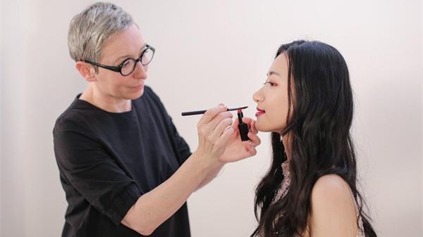 """闪耀巴黎的""""萃雅2019东方妆"""",中法美妆大师联手""""教你化"""""""