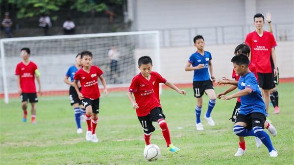 无限极帮助100家希望小学建立足球队,数万孩子受益