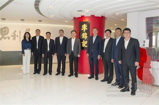 营口市政府领导莅临香港亚洲必赢手机登录入口广场参观