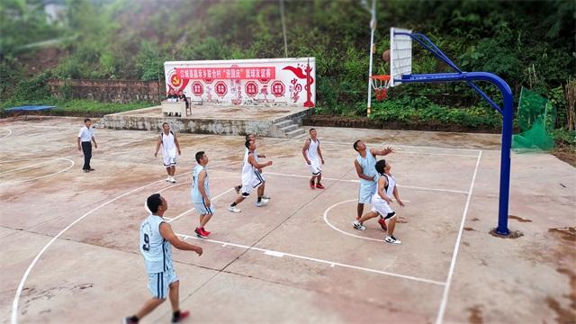 把篮球带进大山深处 无限极为云南嘉禾乡完善运动场地